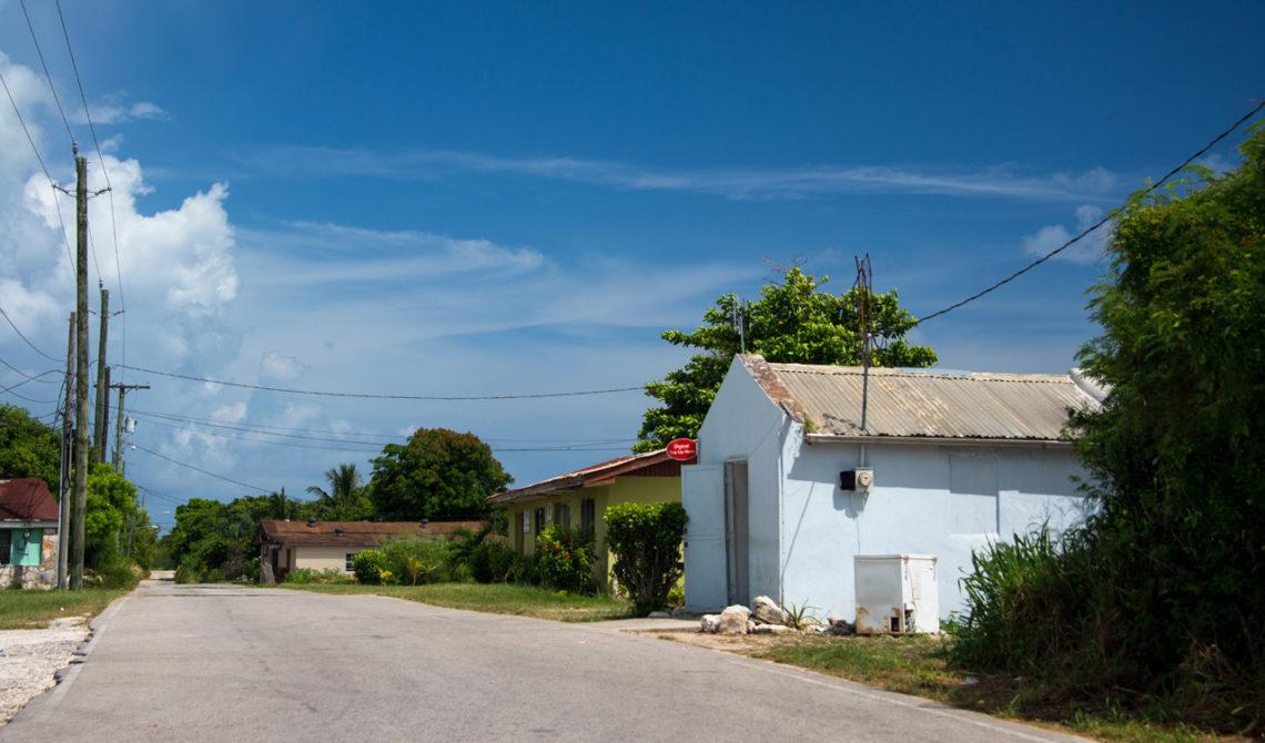 Med hyrbil runt North Caicos