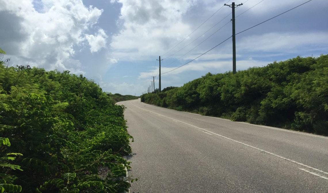 Vägen vid Indian Cave på Middle Caicos, Turks & Caicos