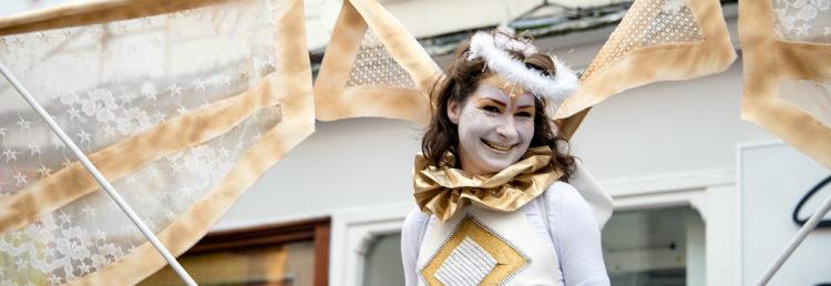 En ängel på Grafton Street i Dublin i samband med nyårsfirande