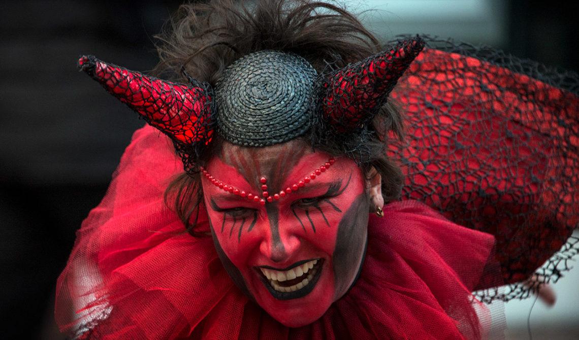 En demon i Dublin i samband med nyårsfirande