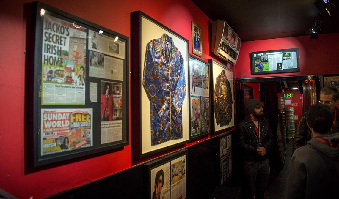 Michael Jackson var en av många artister som arbetat med sin musik i Dublin. Bilder och en inramad jacka finns på Irish Rock N Roll Museum Experience i Dublin