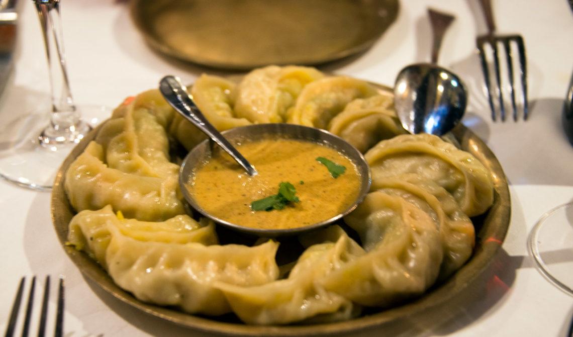 Momo with Achar - nepalesiska dumplings till förrätt på Montys Of Kathmandu Restaurang i Dublin