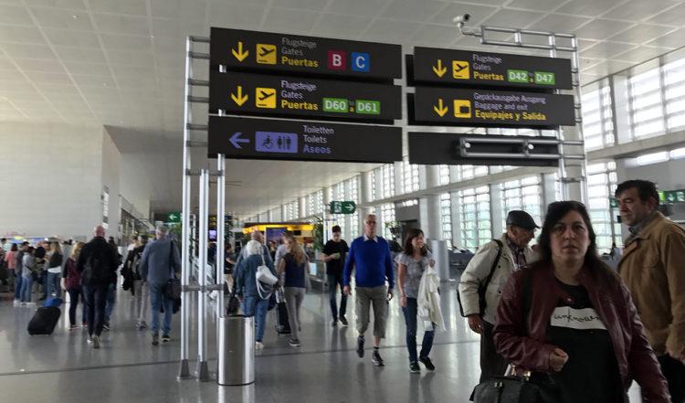 På väg från gaten på Malaga flygplats