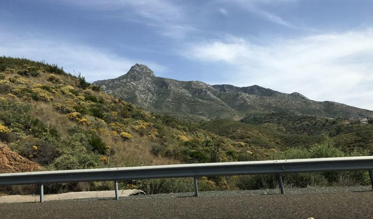 Vyer från bilen på vår väg från Malaga till Manilva
