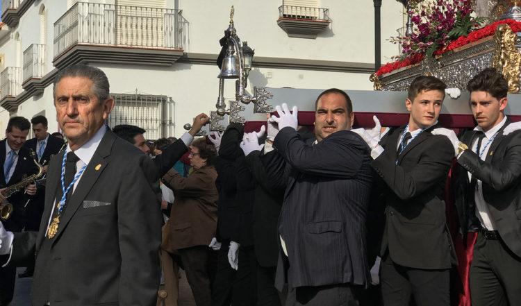 Långfredagens procession startar utanför Santa Ana kyrka i Manilva