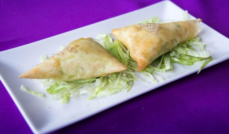 Samosas till förrätt på Taj Mahal Restaurang i La Duquesa