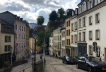 På väg ner till gamla stan i Luxemburg