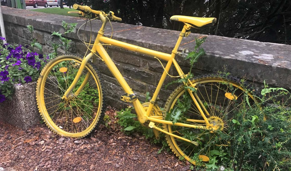 Mycket cyklar var det längst vägarna i Esch-sur-Sûre i Luxemburg