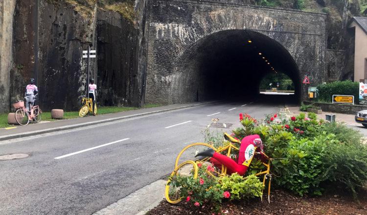 Konst med cykeltema i Esch-sur-Sûre i Luxemburg
