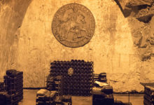 Nere i grottorna i Taittinger champagnehus i Reims, Frankrike