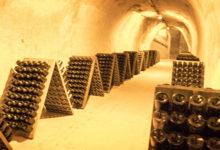 I dessa grottor lagras mängder av fantastiska Taittinger champagner