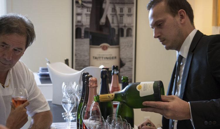 Den guidade turen avslutas med champagne provning