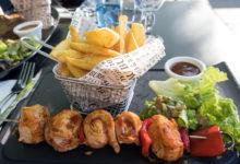 Kycklingspett på restaurangen Au Bureau uteservering i Reims