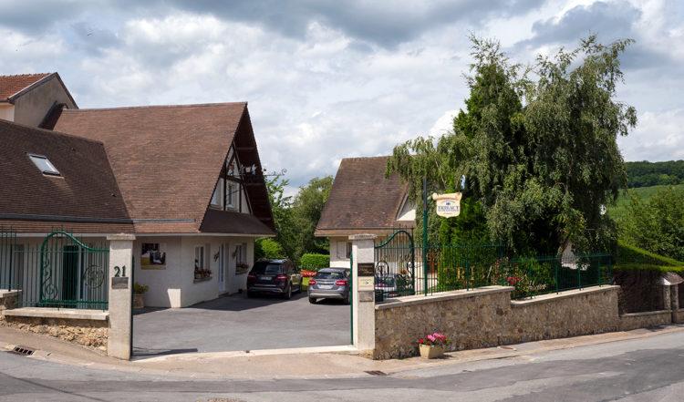 Familjeägda champagnehuset på Tribaut Schloesser i Romery, Frankrike