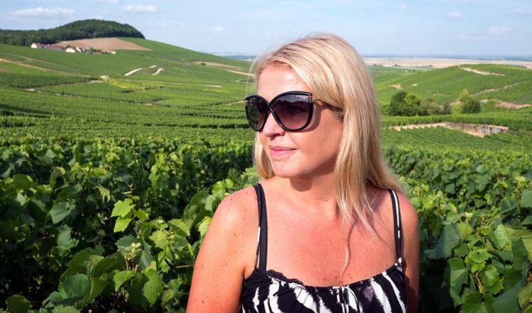Anki bland vinrankorna i Cramant, Frankrike