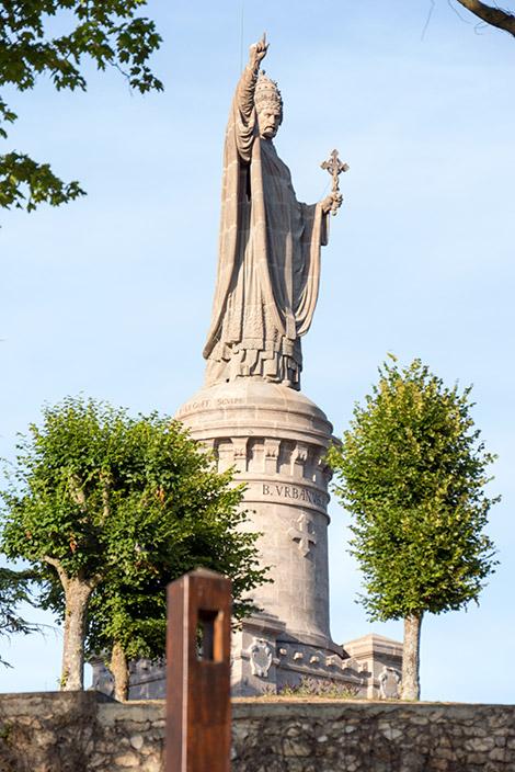 Staty uppe på en hög höjd vi passerade under vår bilresa i champagne distriktet