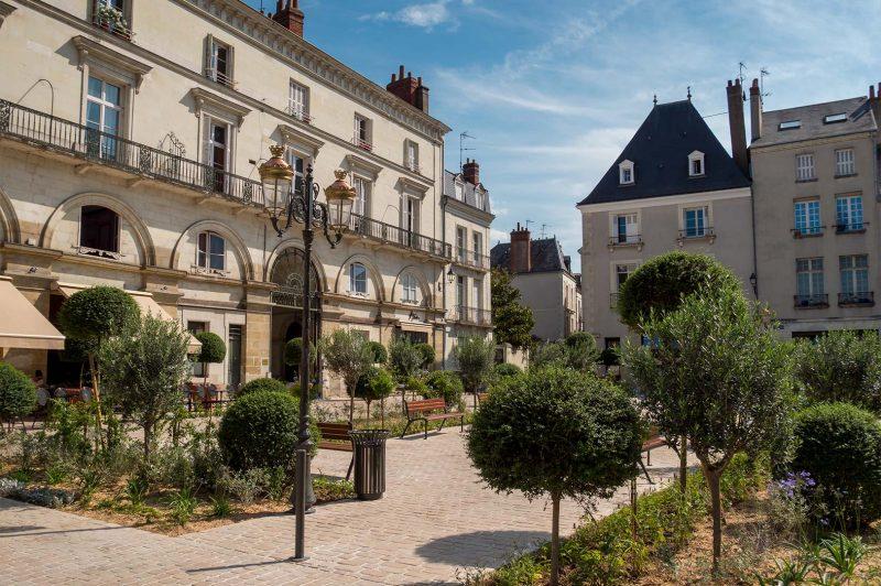 Place de Chateaneuf, Tours France