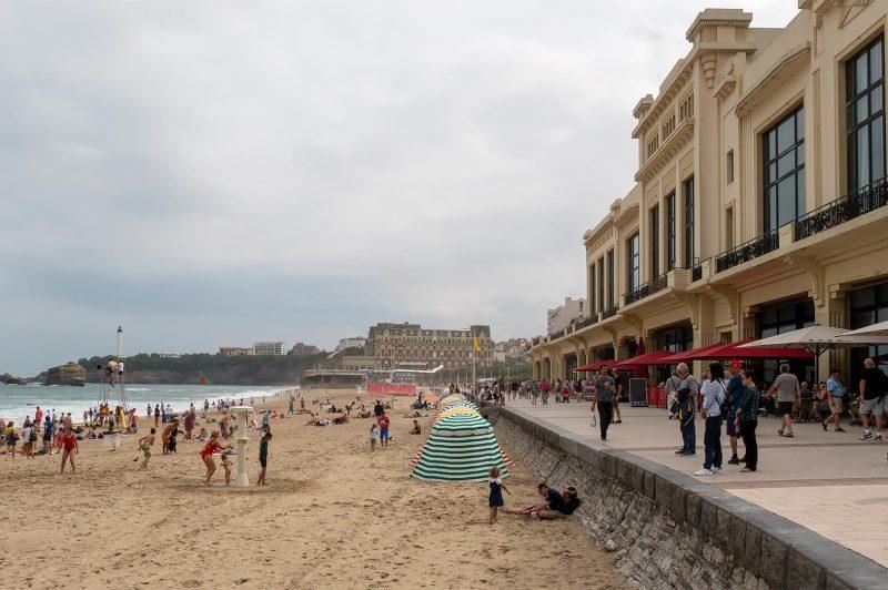 Strandpromenaden i Biarritz Frankrike