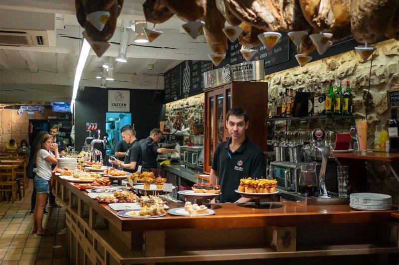 Baztan Pintxos Bar, San Sebastian Spanien