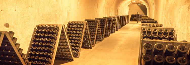 Top - Taittinger champagnehus i Reims, champagnedistrikt i Frankrike