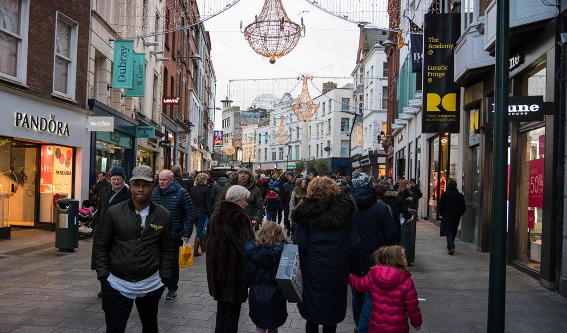 Juldekoration och shoppingstråk i Dublin