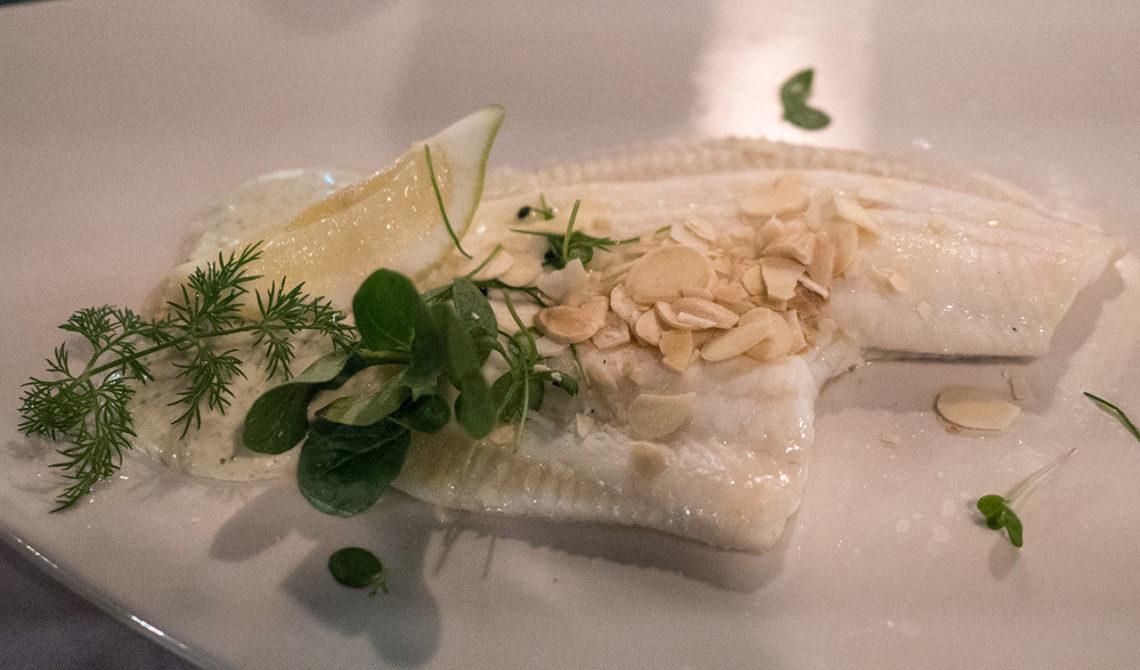 Fisk serverad på Mapas Restaurang på Fitzpatrick Castle Hotel, i Killiney