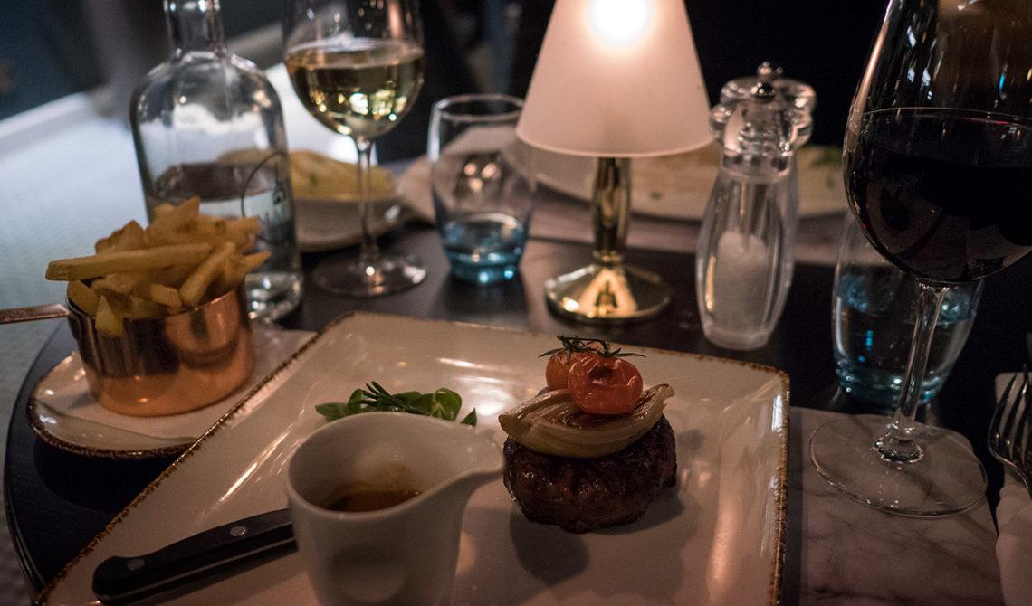 Fantastisk kött rätt serverad på Mapas Restaurang på Fitzpatrick Castle Hotel, i Killiney