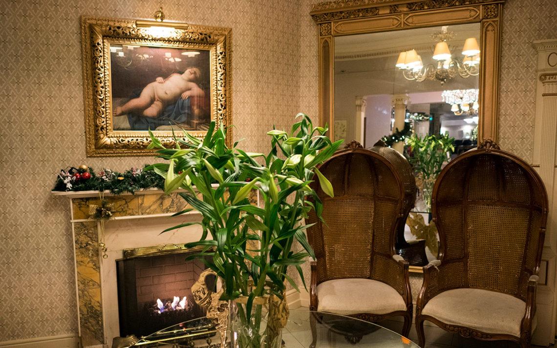 Lobbyn till Fitzpatrick Castle Hotel, i Killiney, Irland