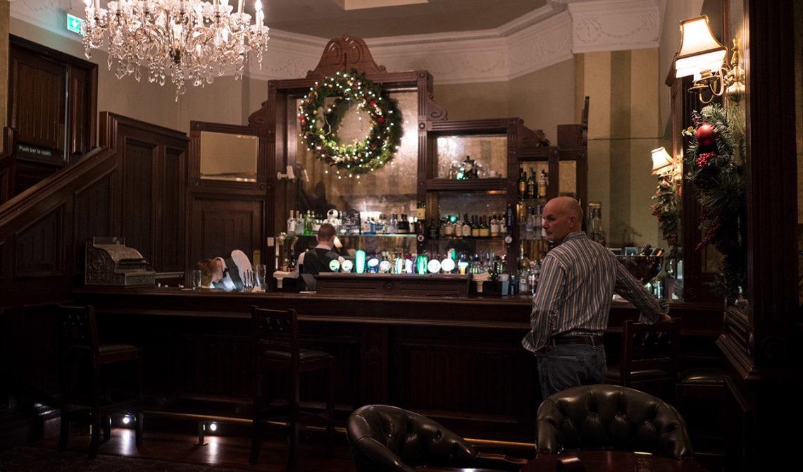 Baren på Fitzpatrick Castle Hotel, i Killiney, Irland