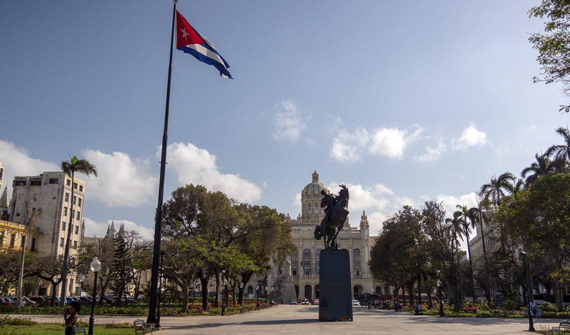 På ett av torgen i centrala Havanna