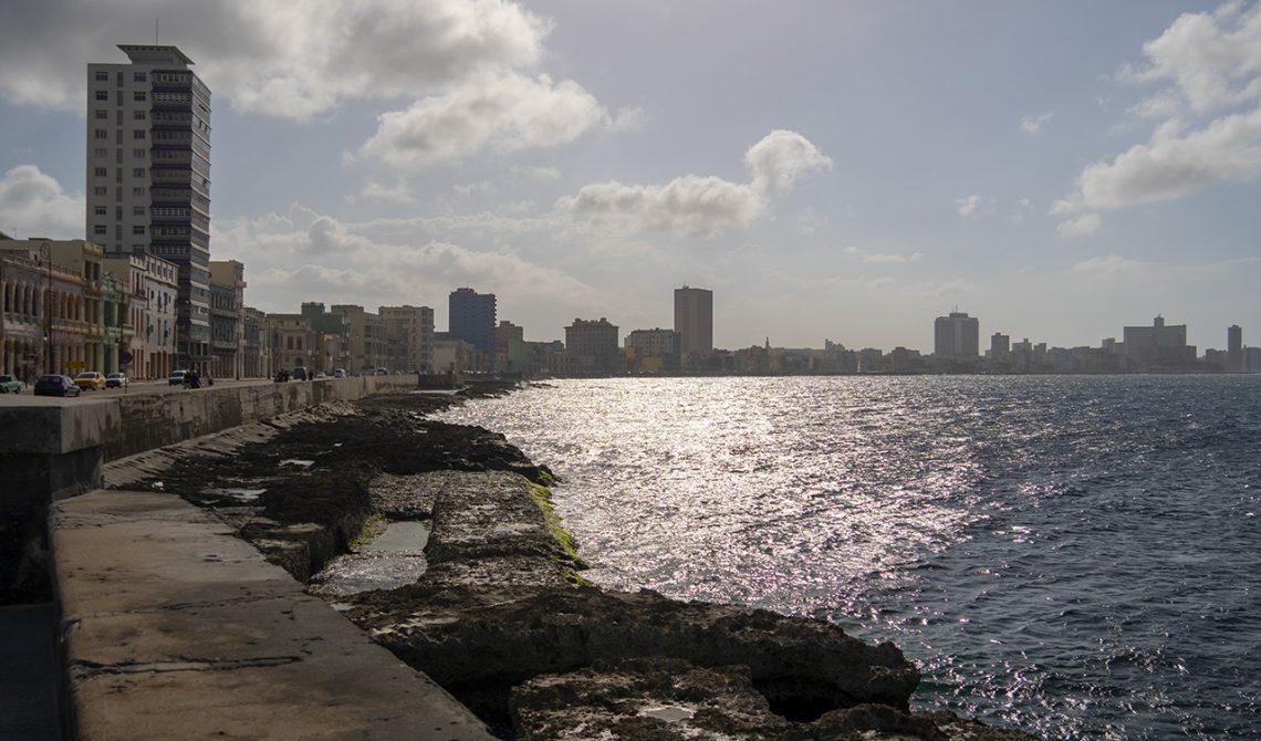 Längst med Malecón i Havanna