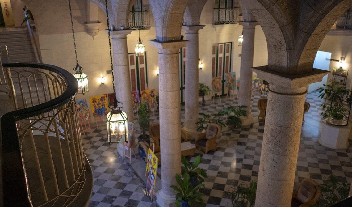Vackra Hotel Florida i gamla stan i Havanna