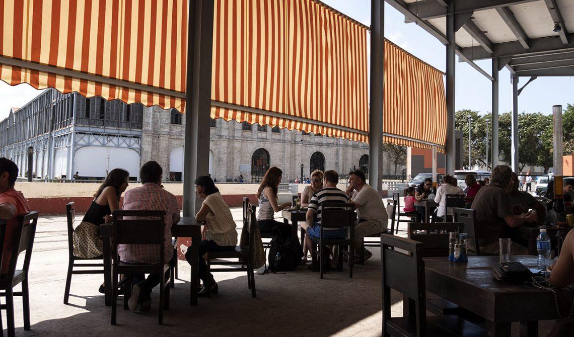 Uteserveringen till Cerveceria Antiguo Almacen de la Madera y El Tabaco, Havanna