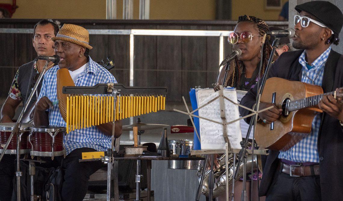 Live musik på Cerveceria Antiguo Almacen de la Madera y El Tabaco, Havanna