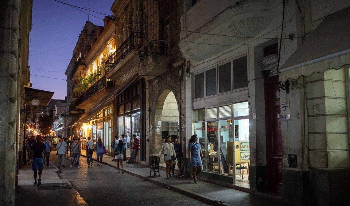 En av Havannas gator kvällstid