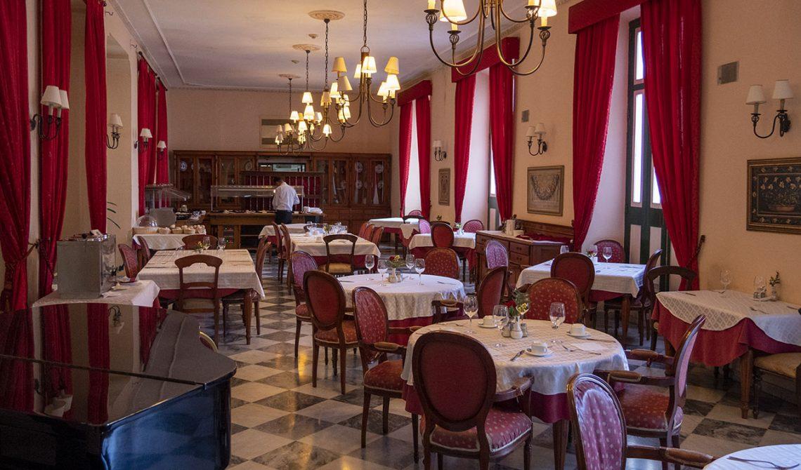 Serveringen på Hotel Florida i Havanna, Kuba