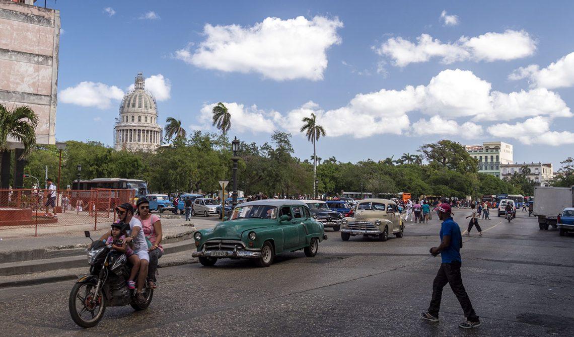 Trafik och rörelse i centrala Havanna