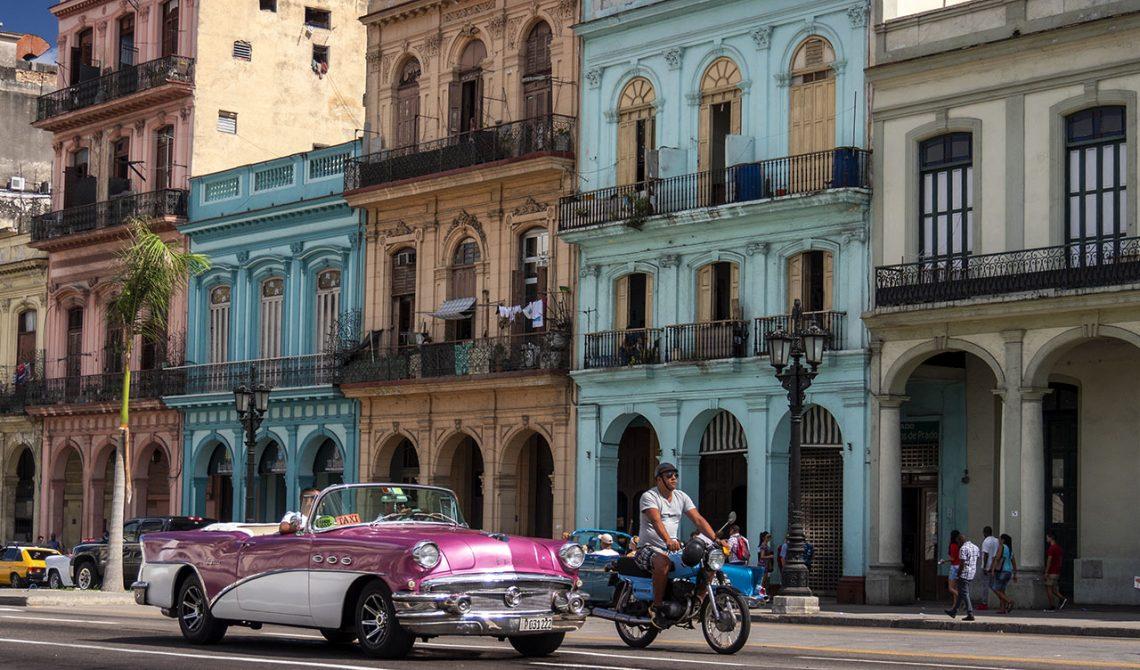 Vacker färgsprakande vy från centrala delarna av Havanna