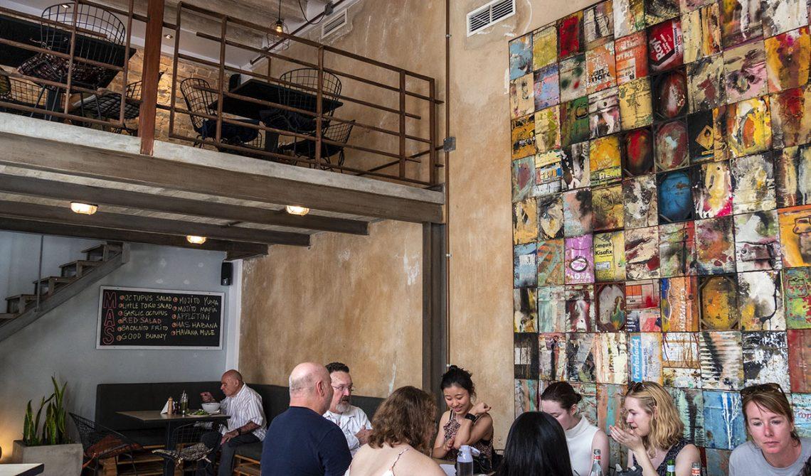 Inne på restaurang Mas habana i Havanna