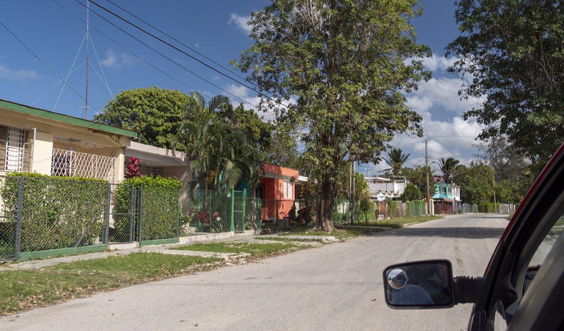 Vy från bilen någonstans på Kuba längst vår väg från Havanna till Trinidad